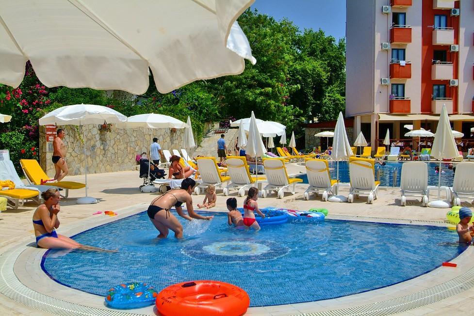 club-aqua-plaza-032