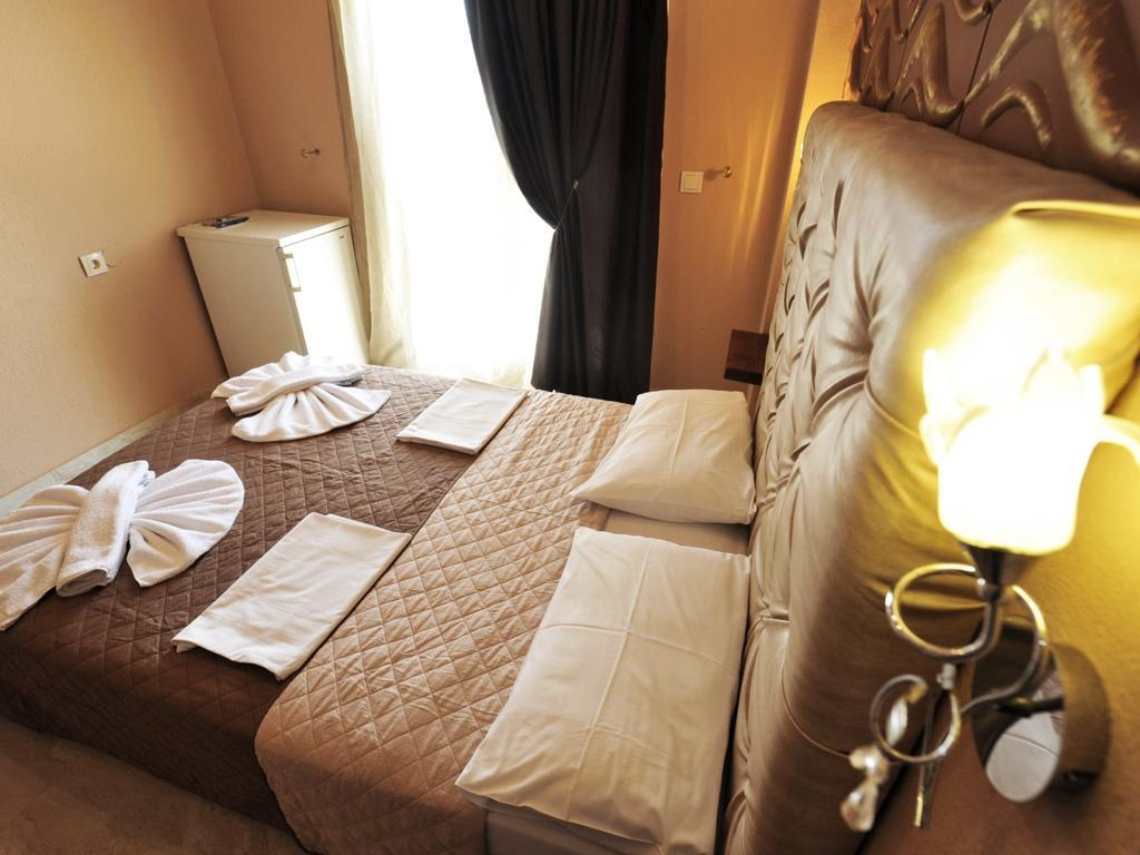 coralli-holidays-rooms-apartments-genel-001