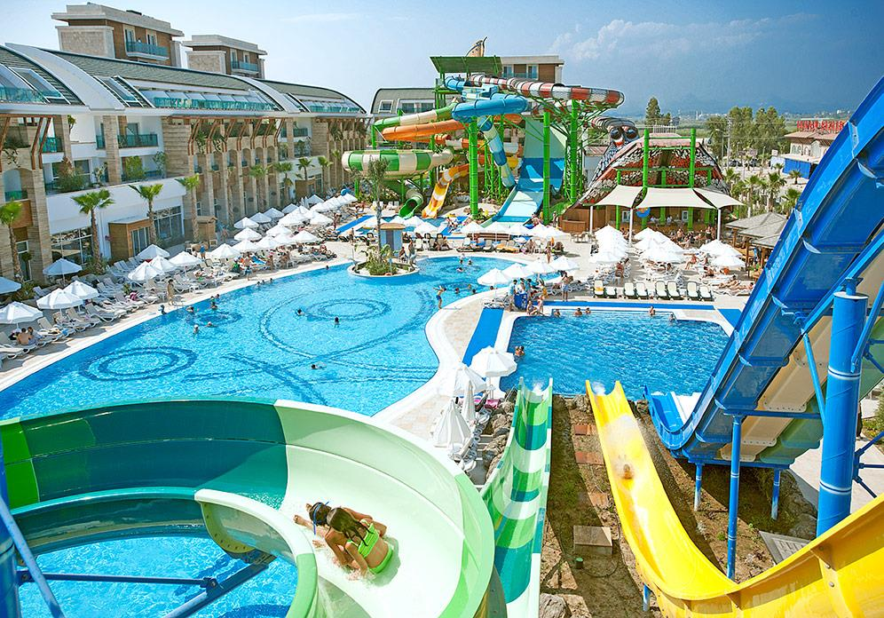 crystal-water-world-hotel-005