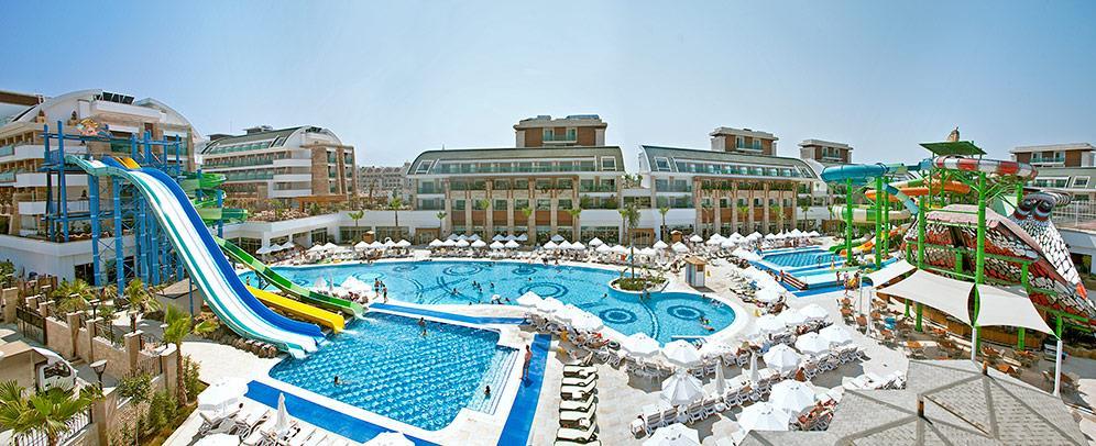 crystal-water-world-hotel-020