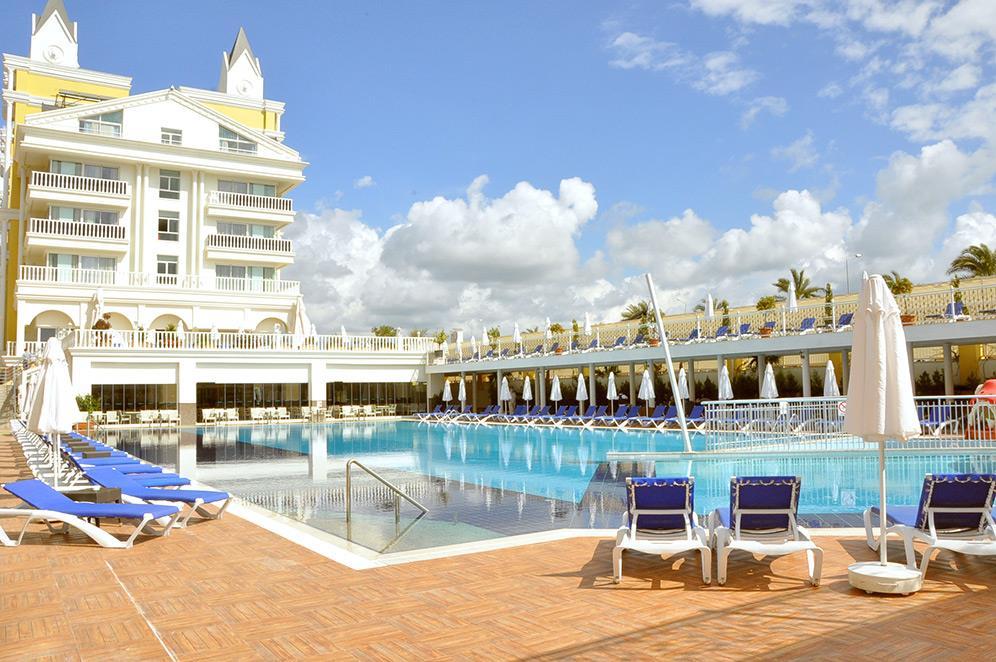 dream-world-resort-spa-000