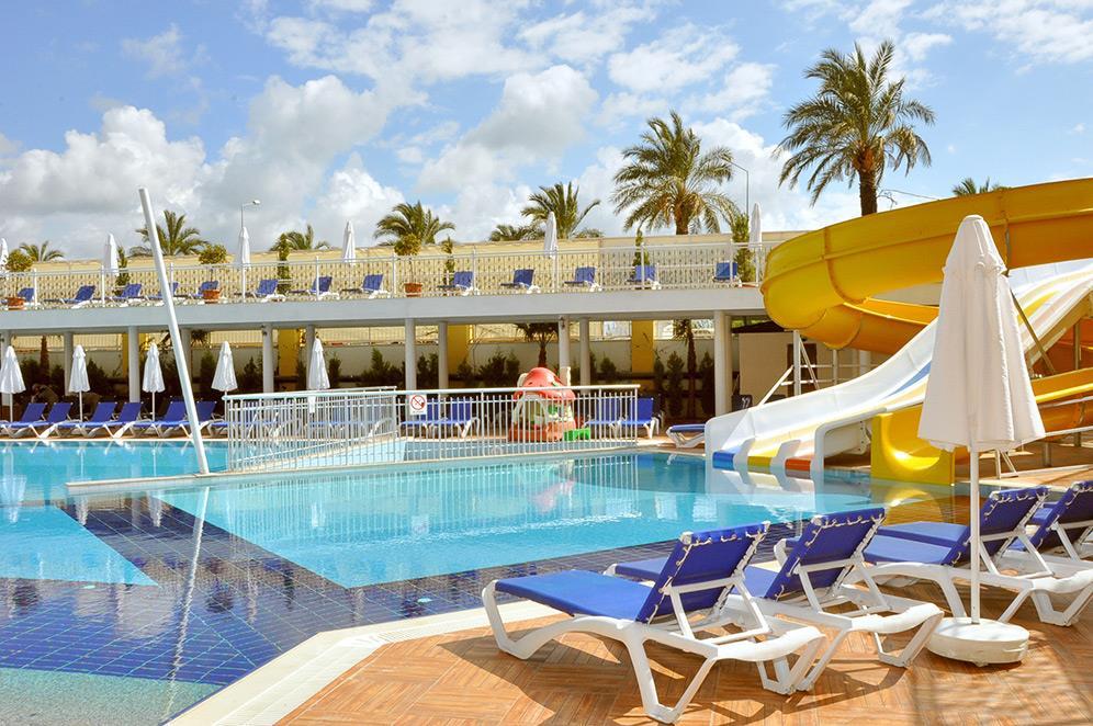 dream-world-resort-spa-001