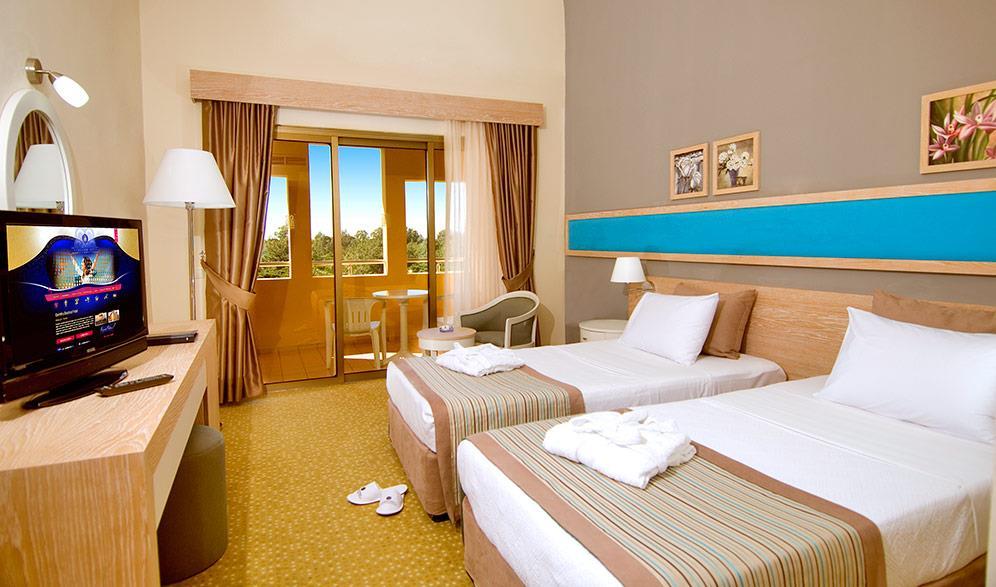 euphoria-excelsior-hotel-(ex-corinthia)-001