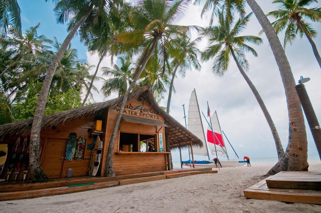 fihalhohi-island-resort-spa-001