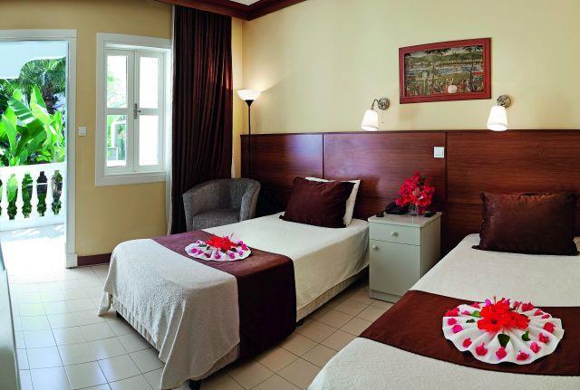 la-hotel-resort-003