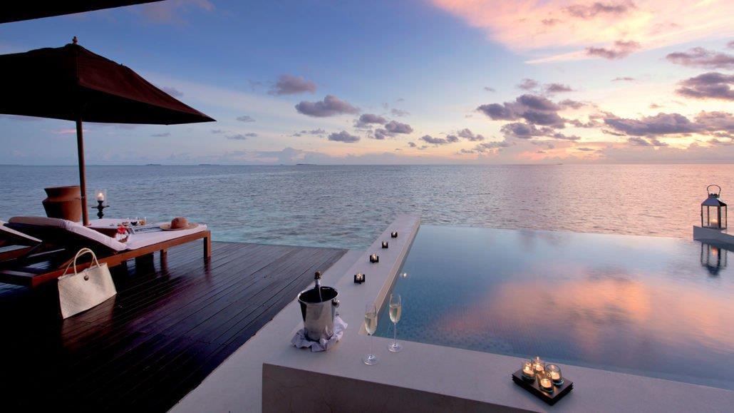 lily-beach-resort-spa-at-huvahendhoo-genel-0011