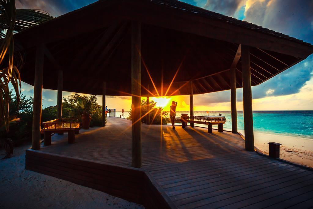 lily-beach-resort-spa-at-huvahendhoo-genel-0030