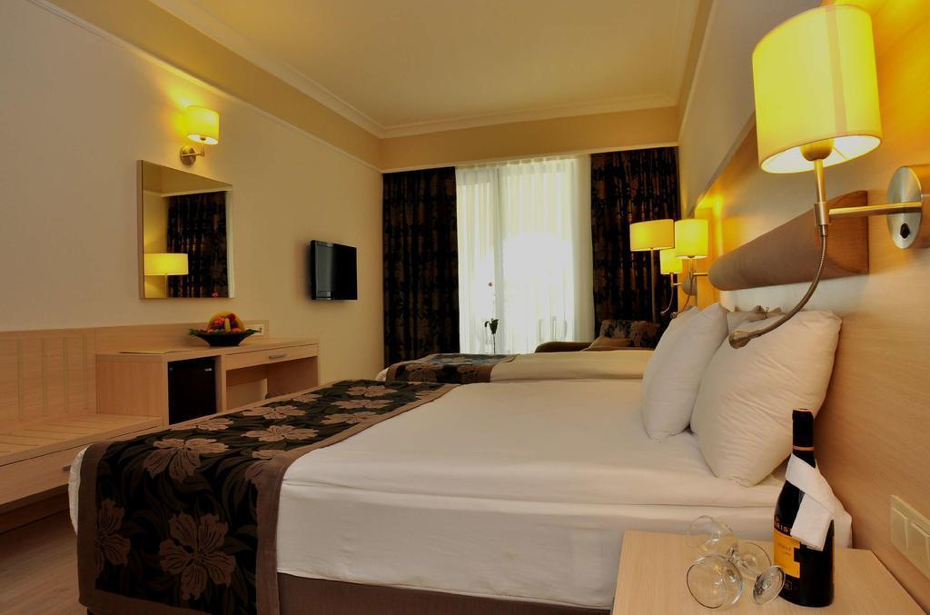 maritim-hotel-saray-regency-genel-002