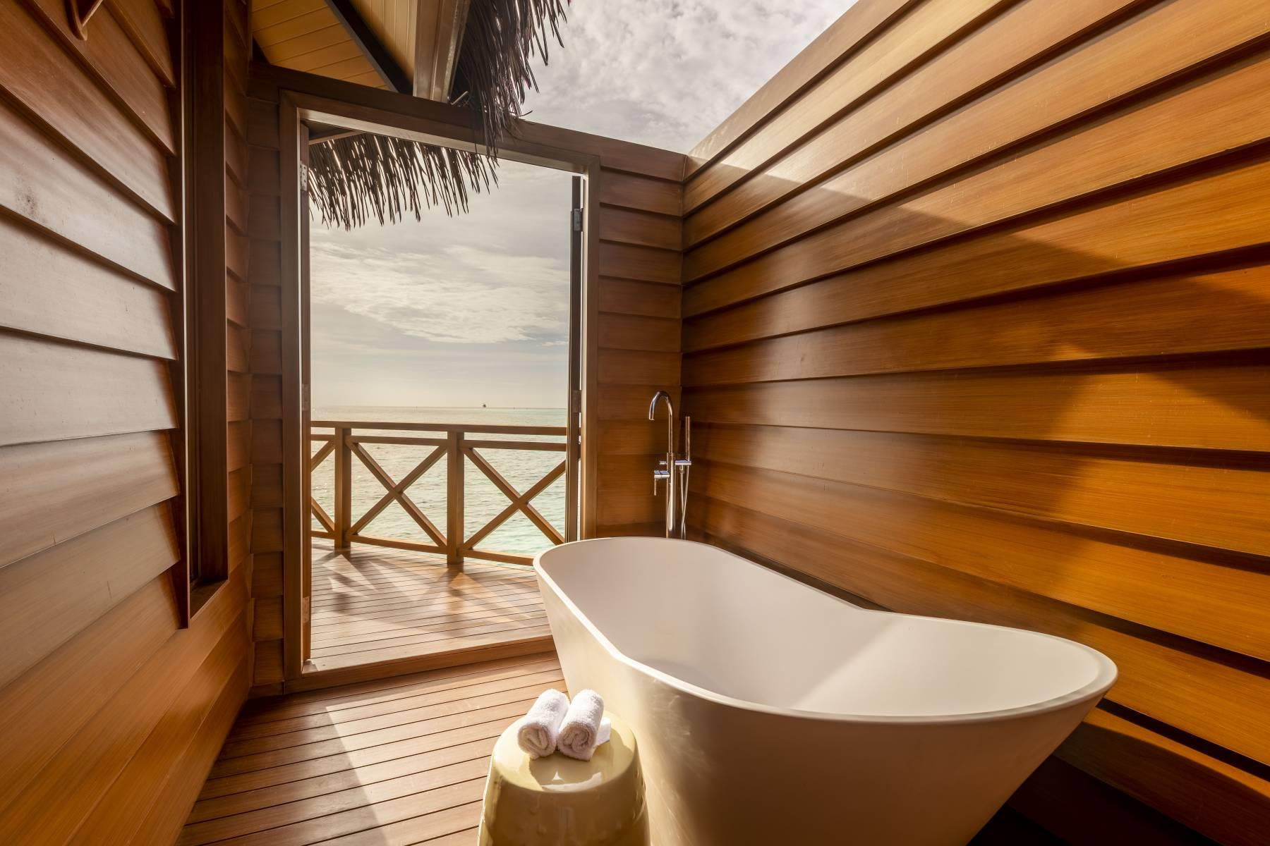 mercure-maldives-kooddoo-resort-genel-0012