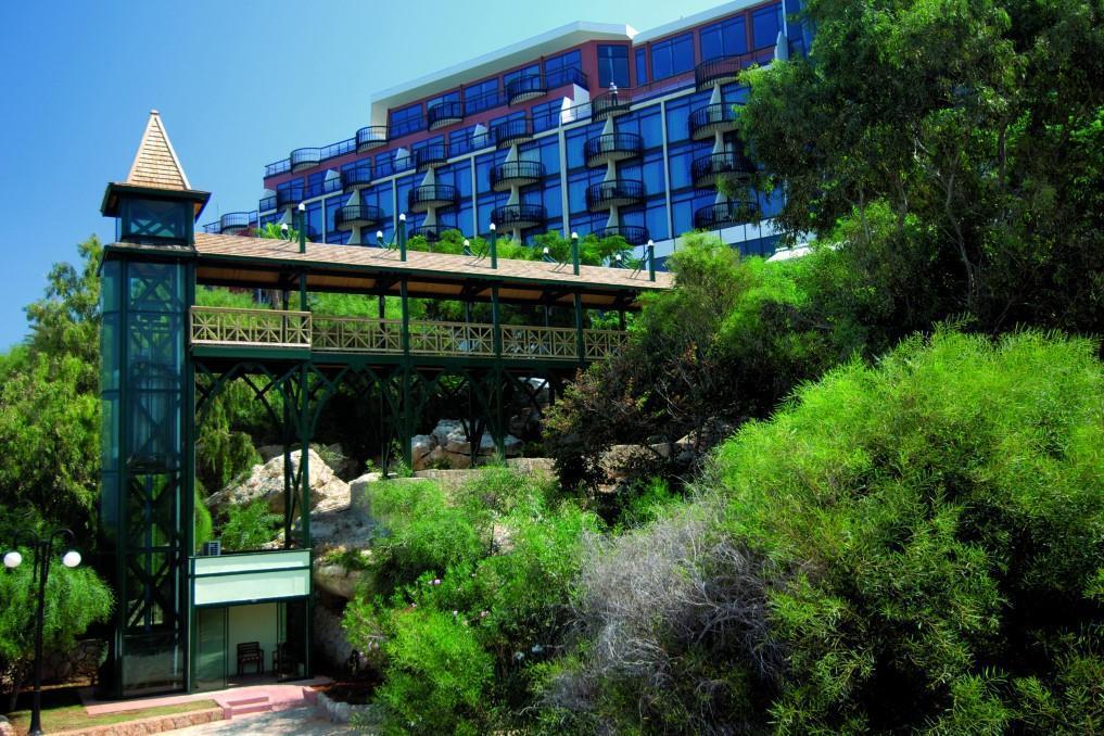 merit-crystal-cove-hotel-019