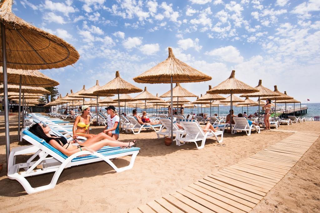 quattro-beach-resort-spa-001