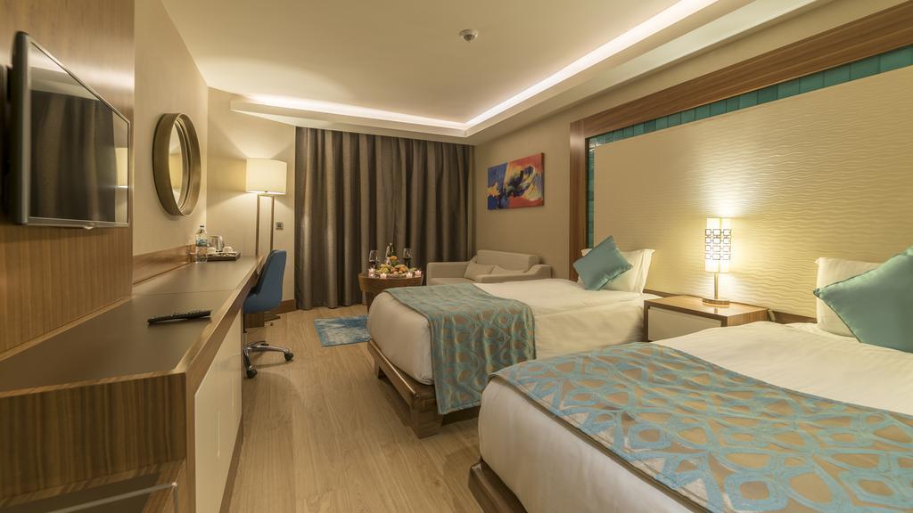 ramada-hotel-and-suites-kusadasi-genel-0010
