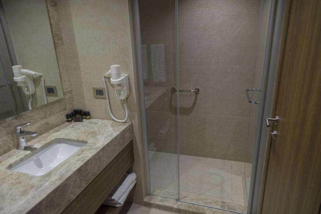 ramada-hotel-and-suites-kusadasi-genel-0014