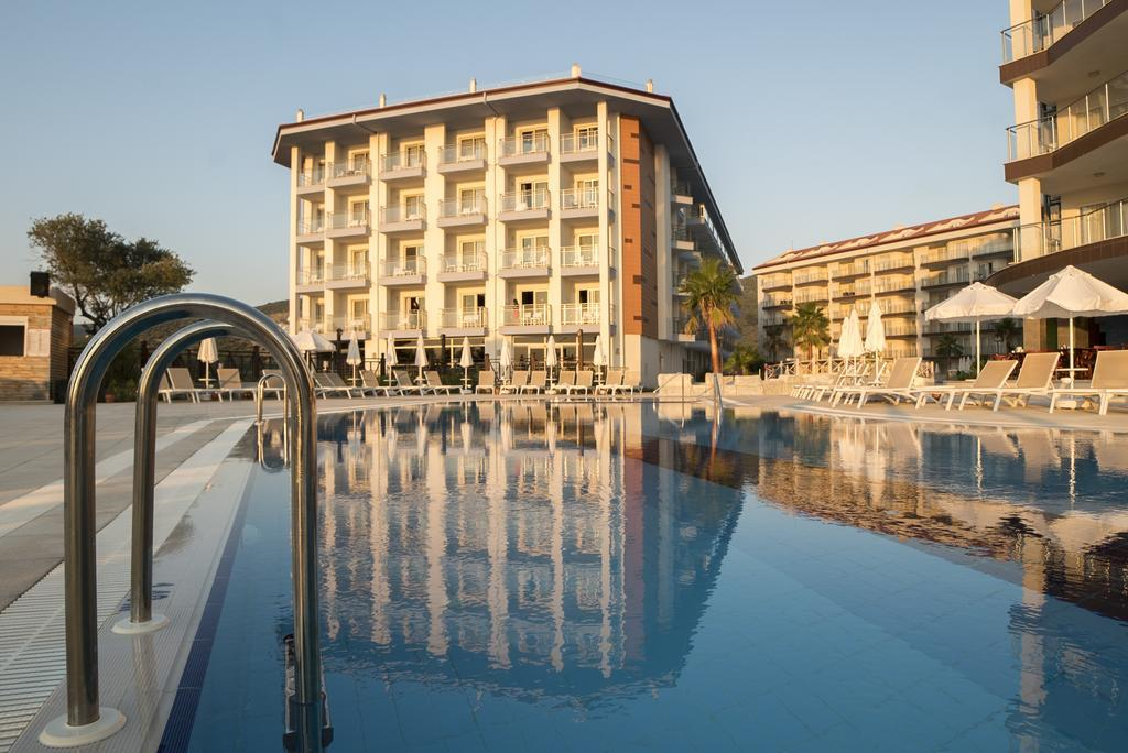 ramada-hotel-and-suites-kusadasi-genel-0025
