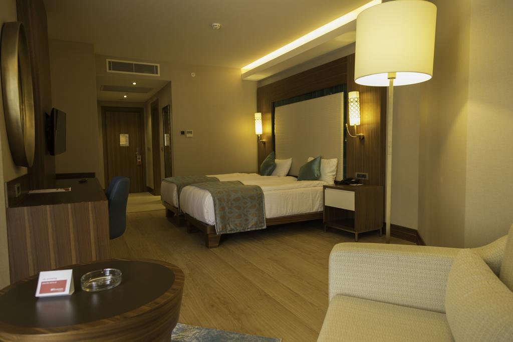 ramada-hotel-and-suites-kusadasi-genel-006