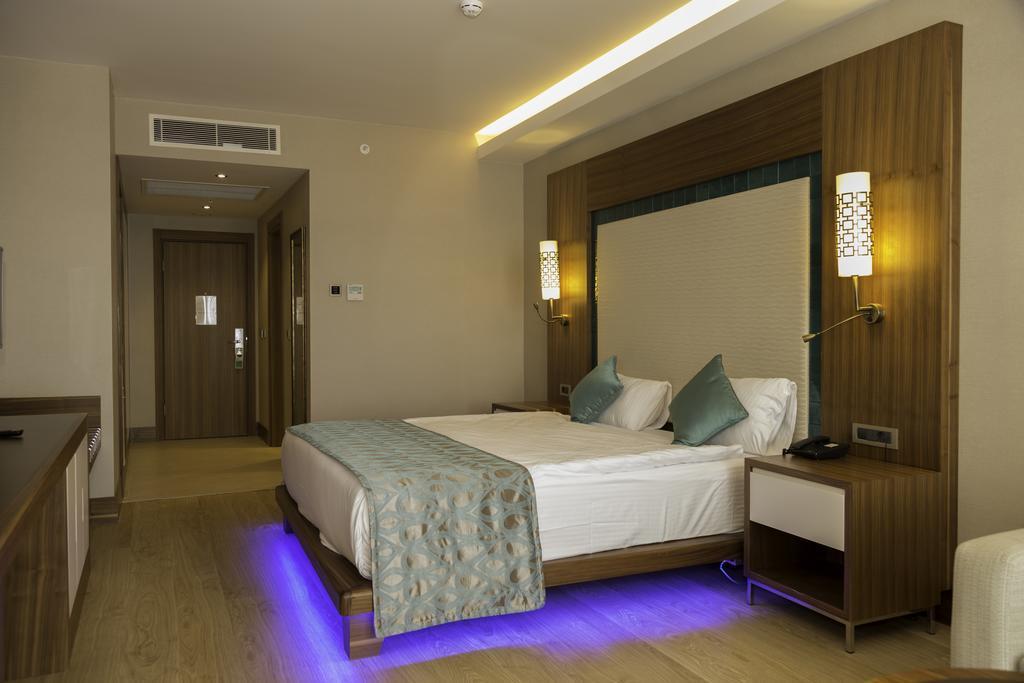 ramada-hotel-and-suites-kusadasi-genel-007