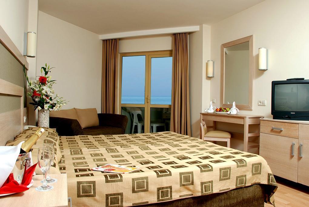 side-breeze-hotel-024