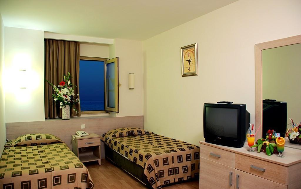 side-breeze-hotel-027