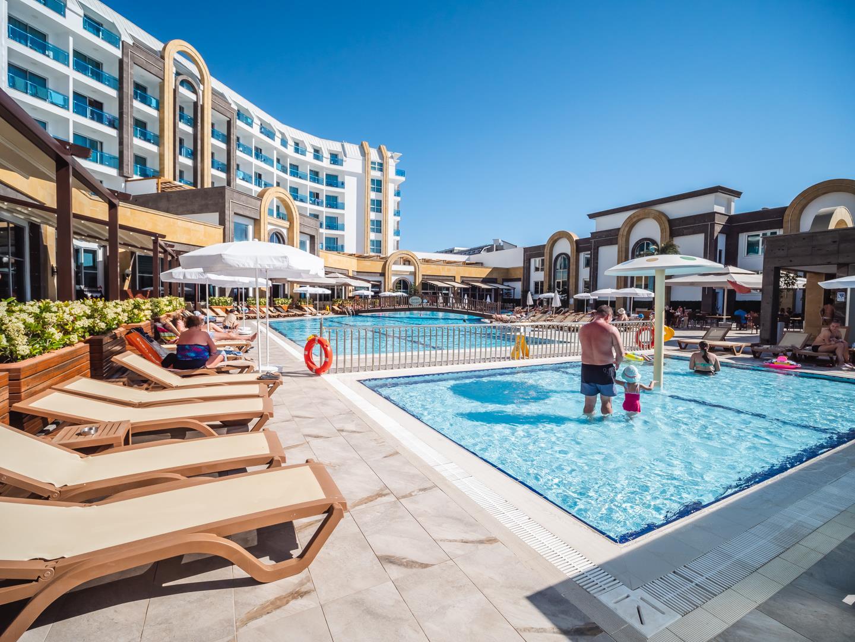 the-lumos-deluxe-resort-hotel-spa-genel-0021