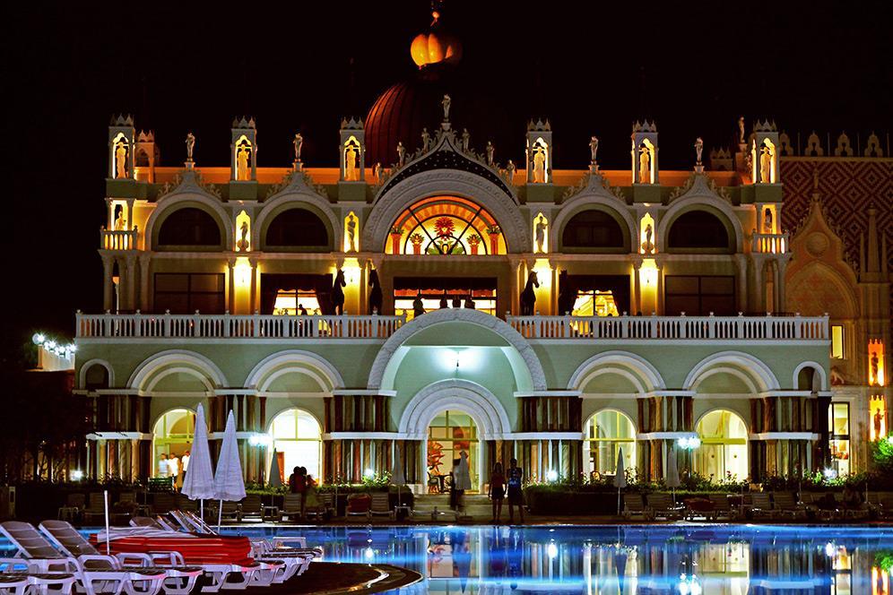 venezia-palace-deluxe-resort-001