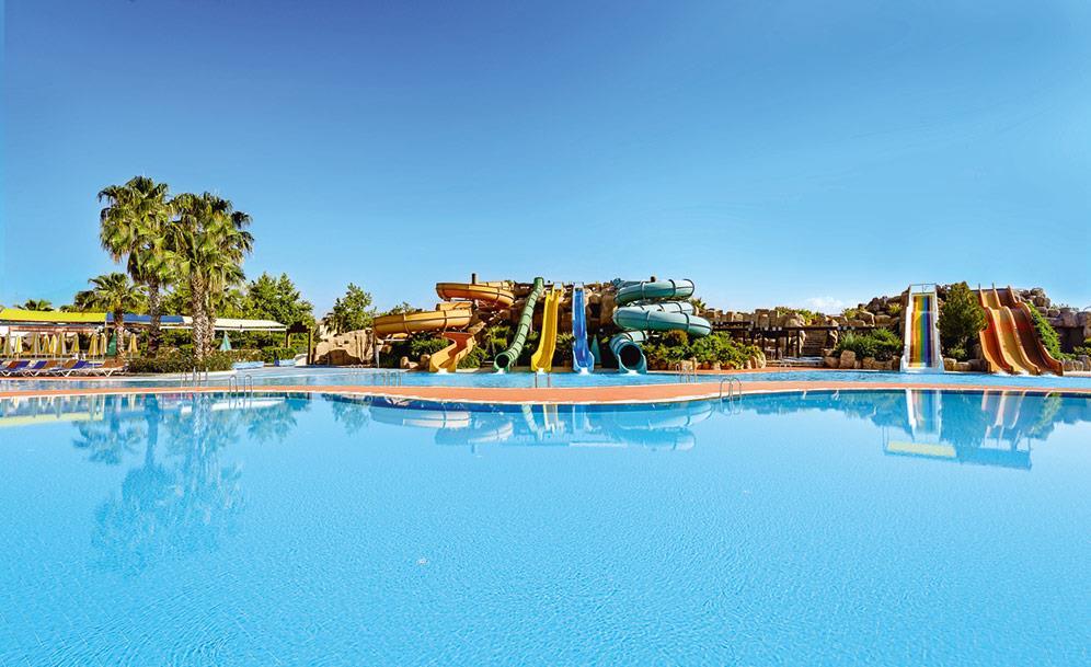 von-golden-coast-hotel-000